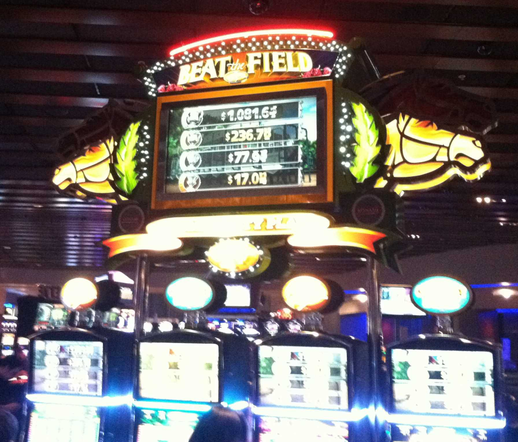 3 Ways to Find a Loose Slot Machine at a Casino - wikiHow