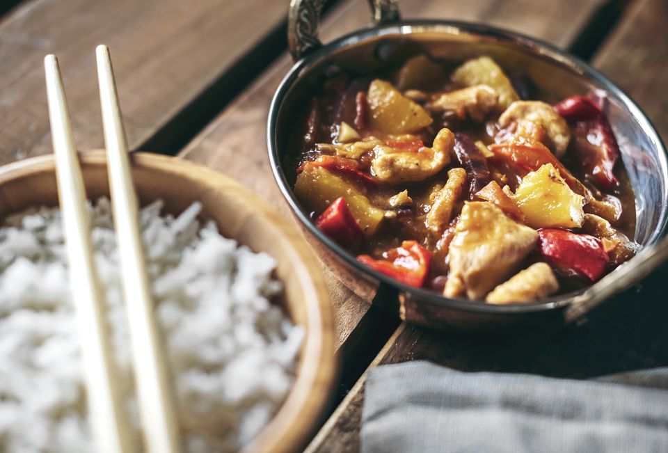 10 quick and easy beginner chinese recipes bowls of chinese spicy chicken dish and rice forumfinder Images