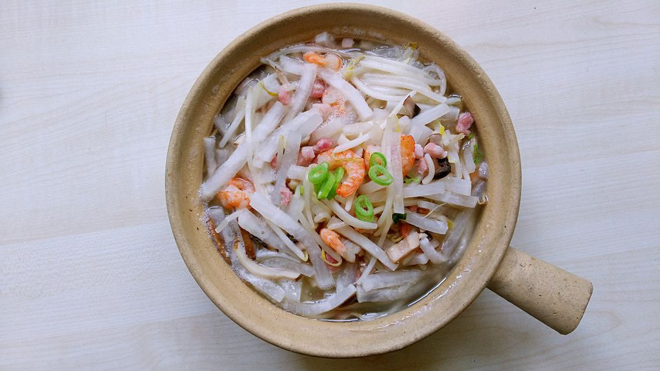 Close-Up Of White Radish Prawn Served In Clay Pot