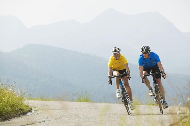 76123572 Easy-access download Germany, Bavaria, near Walchensee, young couple mountain biking By: Westend61 - Michael Reusse Collection: Brand X Pictures