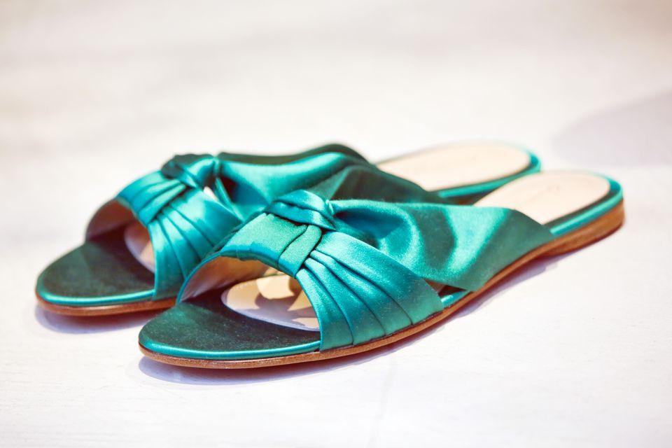 Women's green slipper like silk shoes