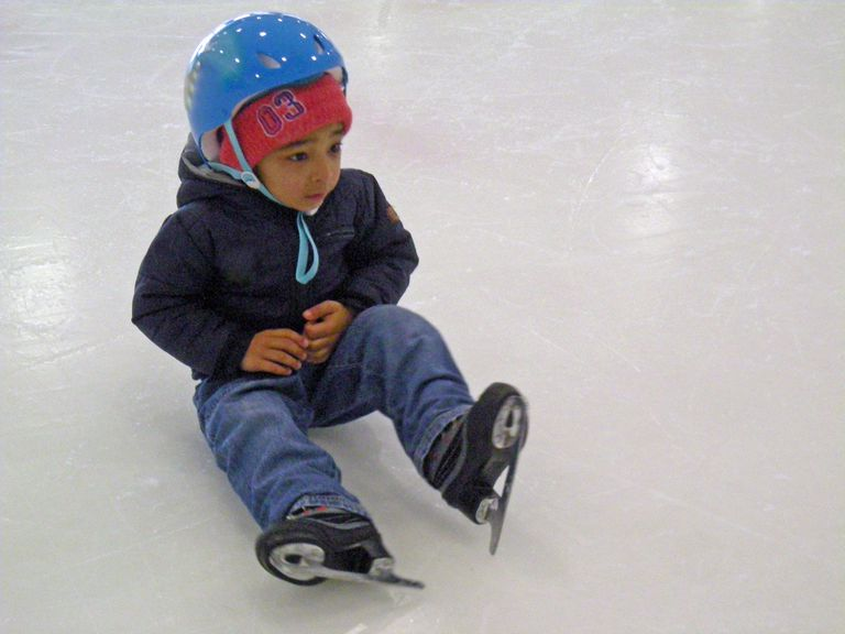 What to Wear and Bring With You When You Go Ice Skating