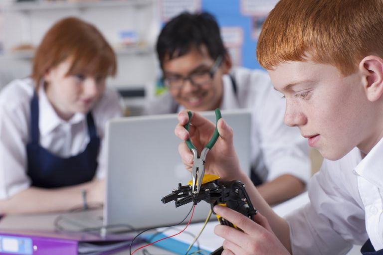 A picture of teens at a robotics camp