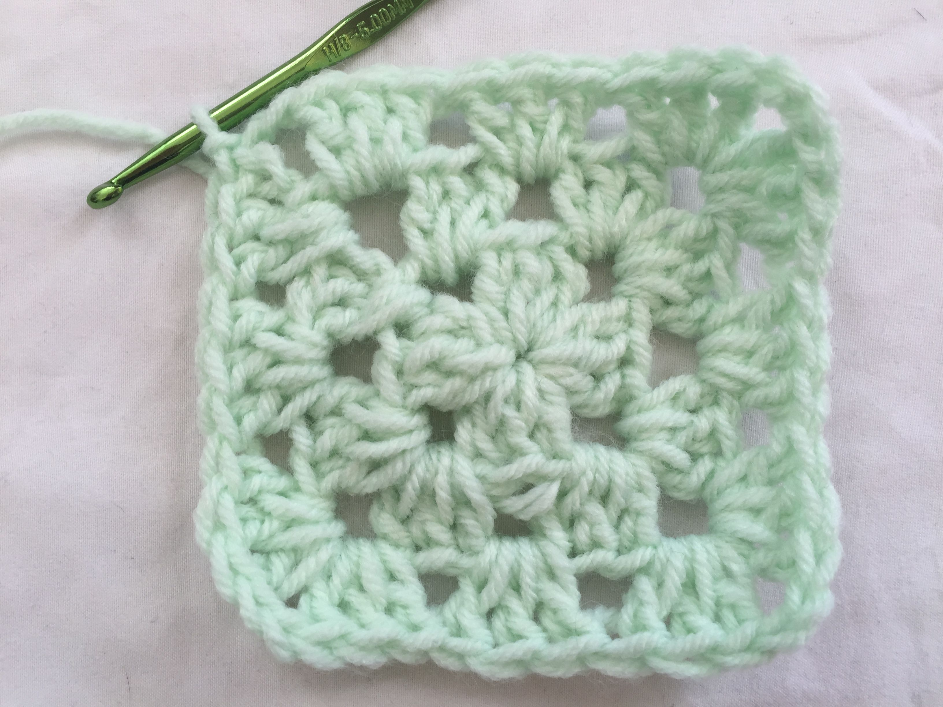 How to crochet a circle that lies flat learn how to crochet a classic granny square beginner crochet bankloansurffo Choice Image