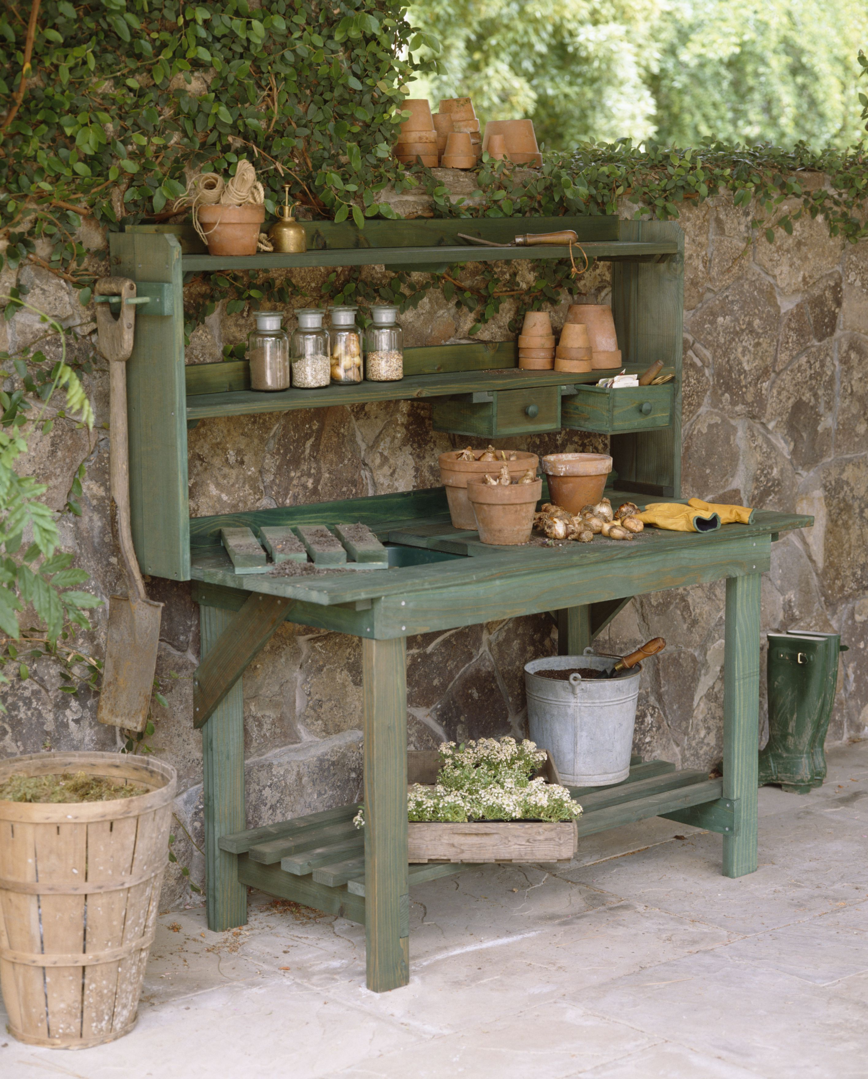 Garden Potting Bench: What To Look For In A Potting Bench