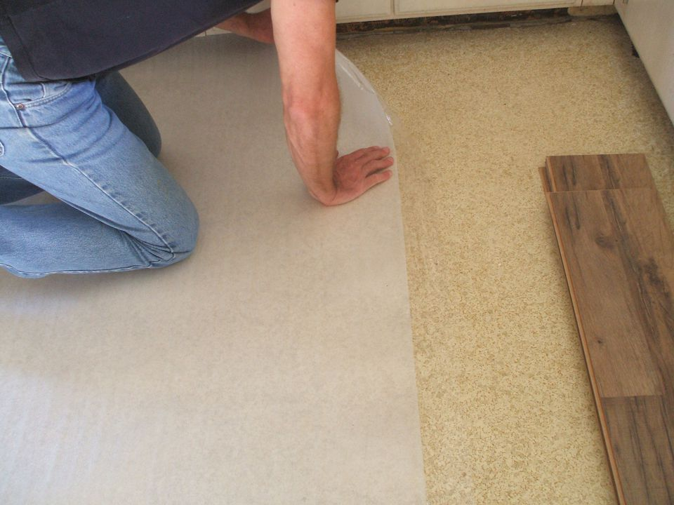 How to lay laminate flooring in one day lay laminate floor install underlayment solutioingenieria Image collections