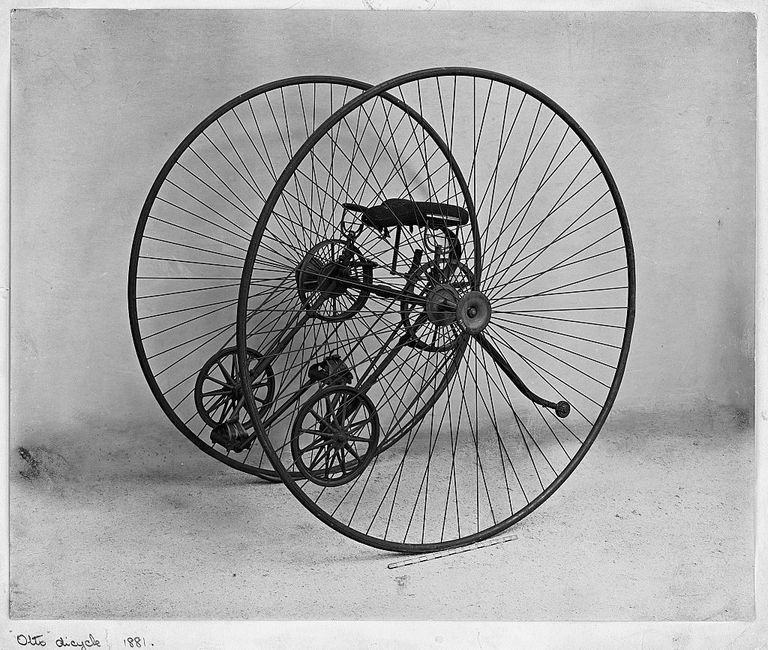 A four wheeled Otto cycle