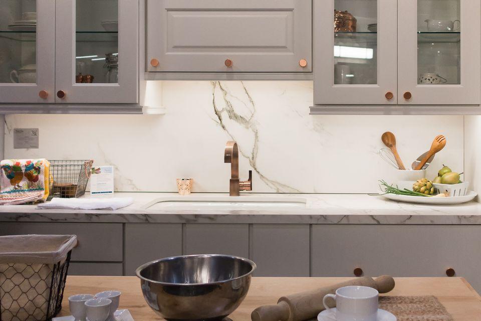 kitchen design sink. Soft  Subtle Backsplash Hot Kitchen Design Trends for 2017