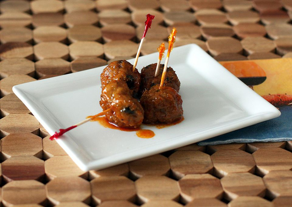 Spicy Chile Meatballs With Barbecue Sauce