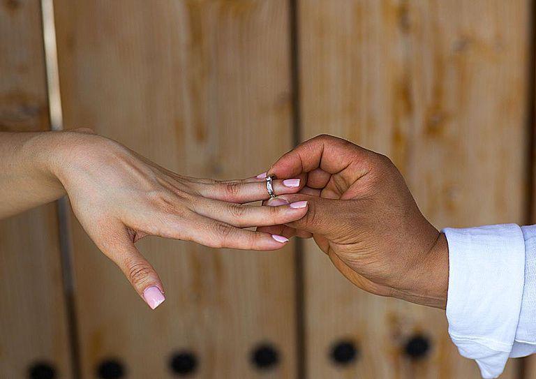 Se pueden reportar los matrimonios por papeles