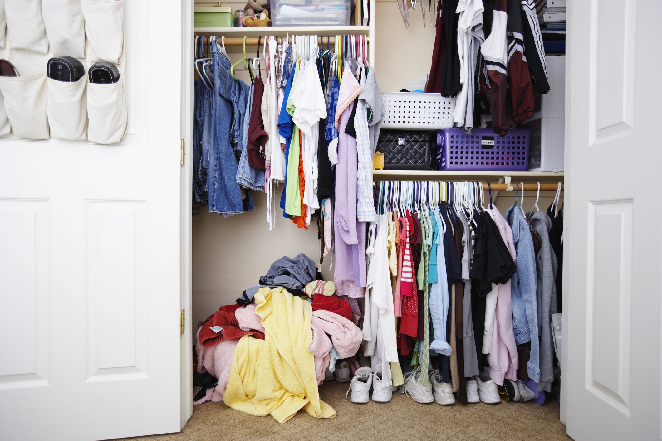 how to organize a small closet with lots of clothes how to o