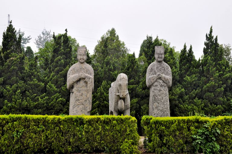 Statues guard Song Dynasty tombs in Henan