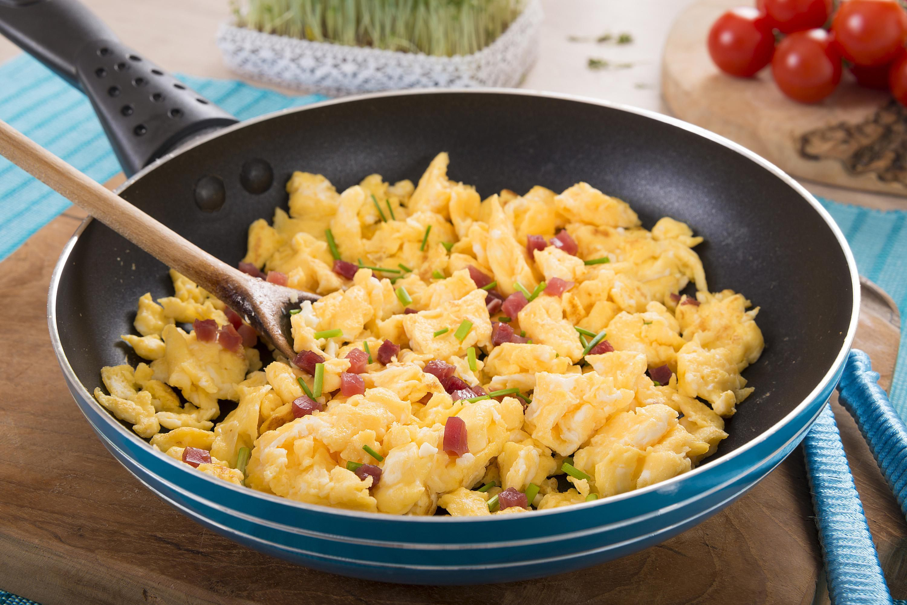 Scrambled eggs with bacon recipe for How to cook fish eggs