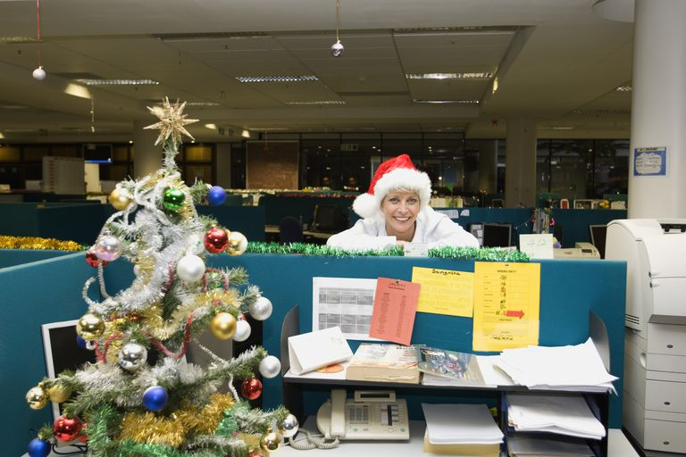 holiday_office_84751234.jpg