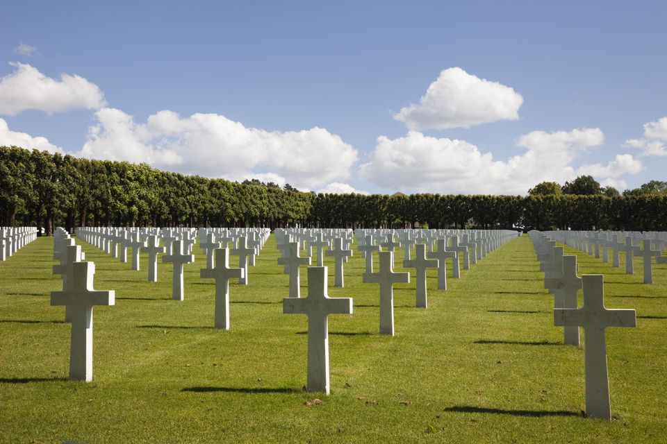 Rows of white marble headstones in the Meuse-Argonne American Military cemetery for the First World War battle of Verdun, Romagne-Gesnes, Meuse, France, Europe