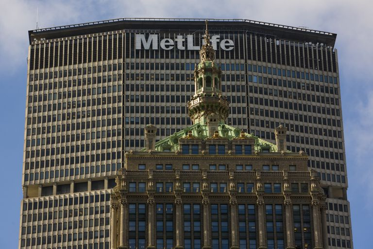 The 1929 New York Central Building in the shadow of the 1963 Pan Am / Met Life Building