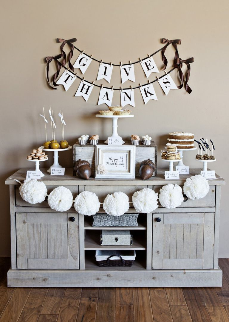 Design Thanksgiving Decor 9 free printable thanksgiving decorations a buffet decorated with white and brown decorations