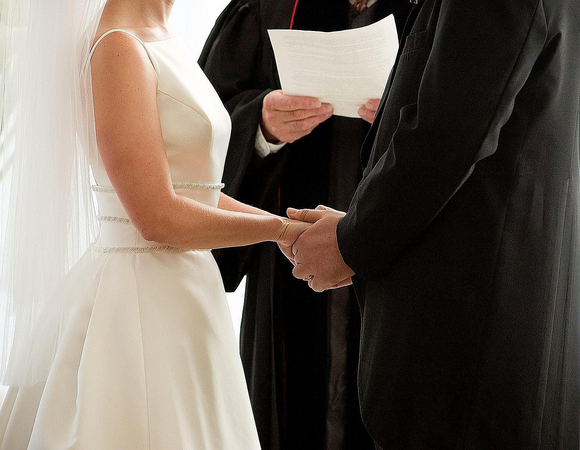 10 Lines That You Can Use To Make Touching And Beautiful Wedding Vows