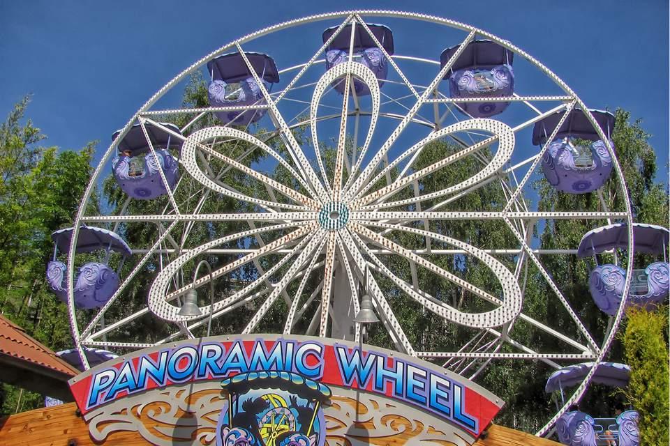 Panoramic Wheel Ride at Gilroy Gardens