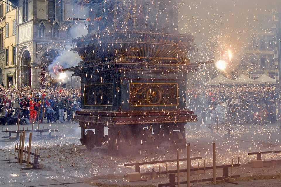 Florence Easter photo. explosion of the cart