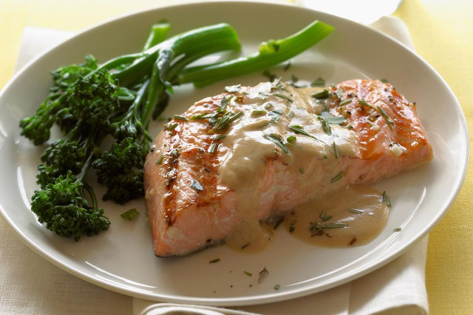 Grilled Salmon with Wine Sauce