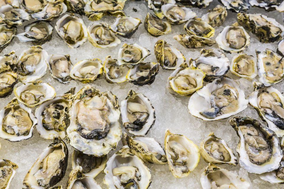 Fresh oysters on ice, Las Vegas, Nevada, USA.