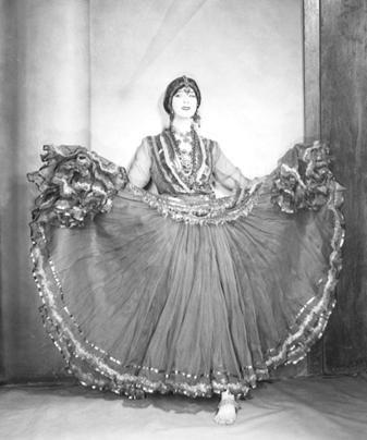 Ruth St. Denis bailando su danza libre.