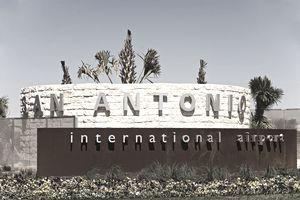 USA, Texas, San Antonio, sign at entrance to airport