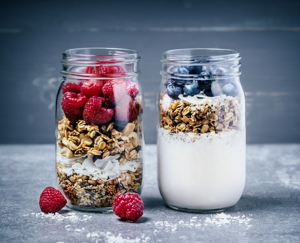 5 breakfast ideas for a raw vegan diet breakfast with granola berries and yougurt forumfinder Image collections