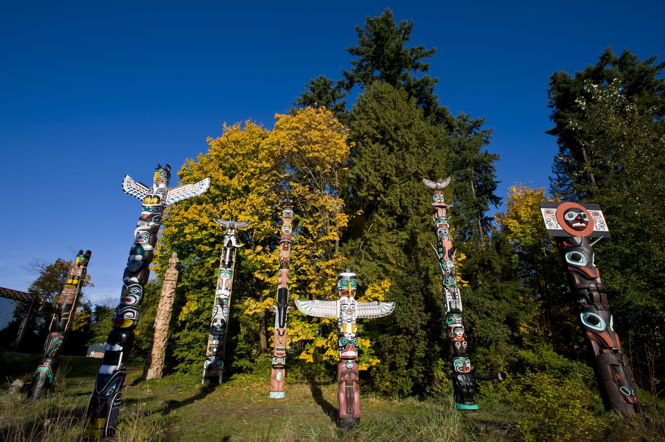 A Guide To Experiencing The Totem Poles At Stanley Park