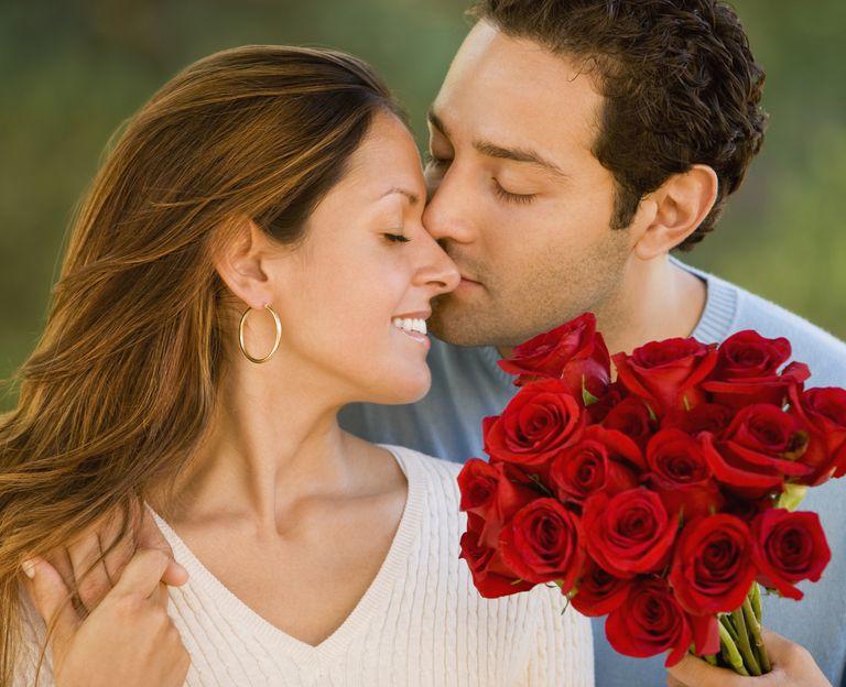 pareja hispana en san valentín