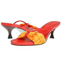 Fashionable narrow women's shoes.