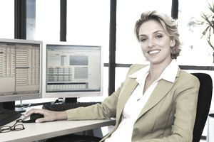 Business woman at the computer smiling