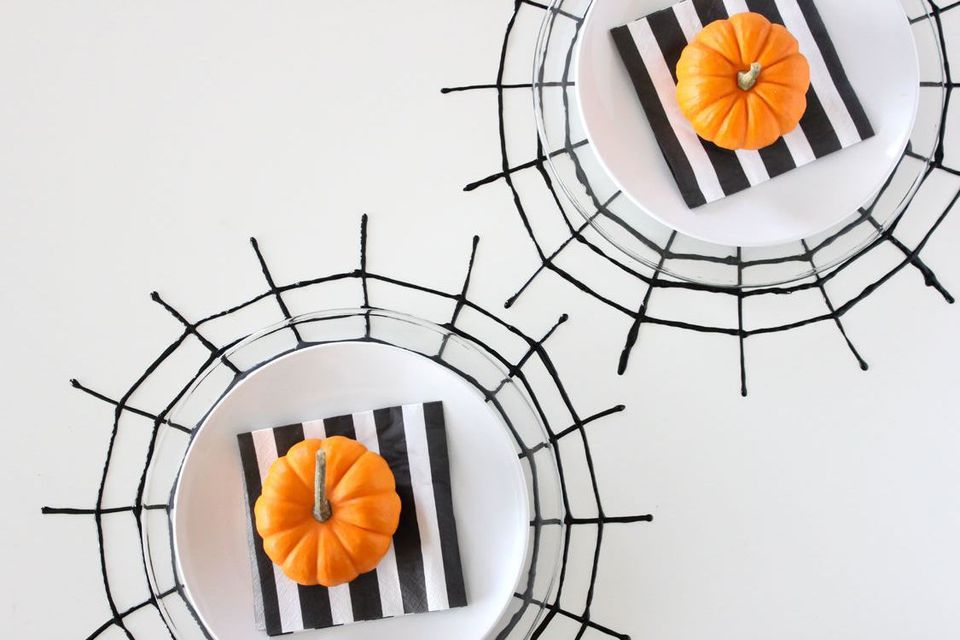 62 spooktacular diy halloween decorations - How To Draw Halloween Decorations