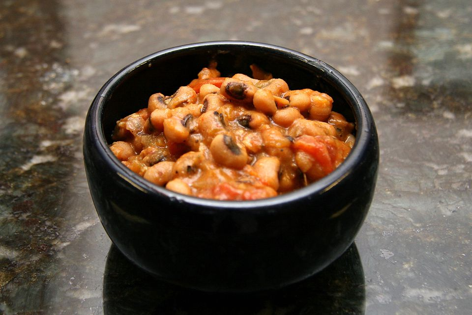 Black Eyed Peas With Bacon and Tomatoes