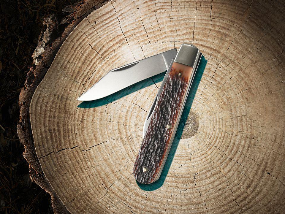 A pocket knife on a stump.