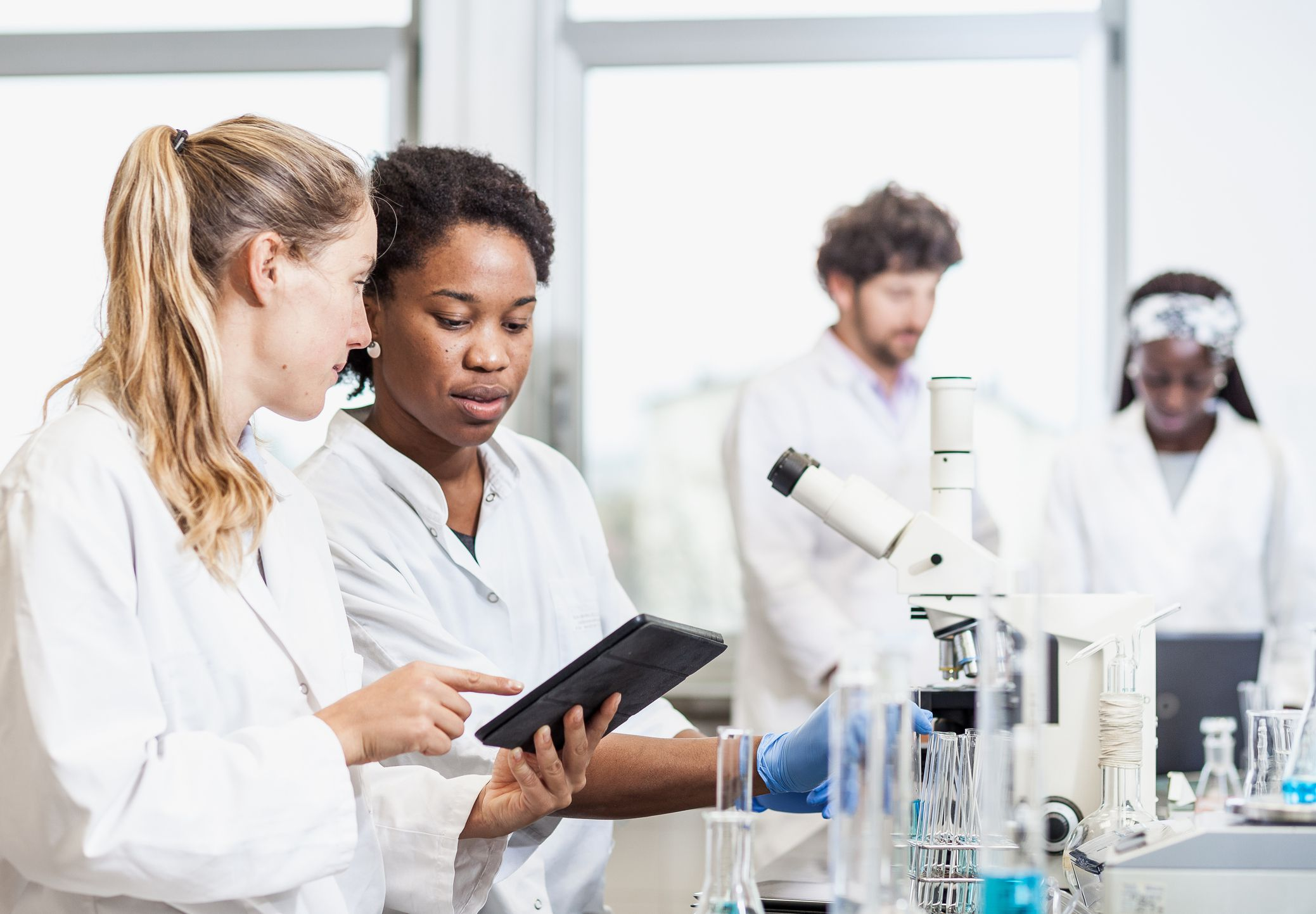 major in chemistry and biology What does it mean to study biology for many students, the thought of pursuing a college major in biology brings back bad memories of dissecting frogs in high school.
