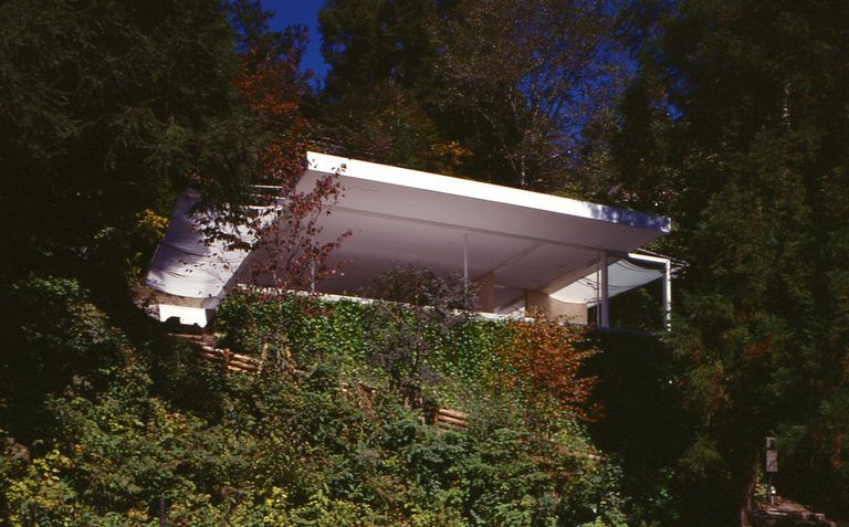 Exterior of Shigeru Ban-designed Wall-Less House, 1997, Nagano, Japan