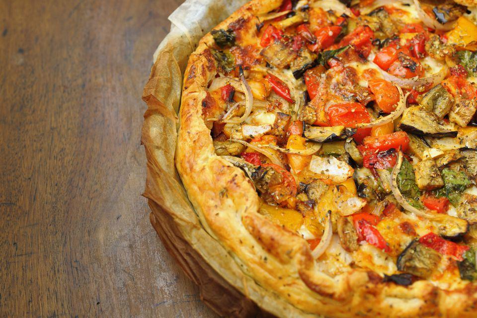 Spanish cheese and tomato pie