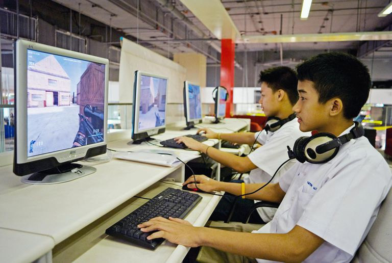 Kids playing games on the computer