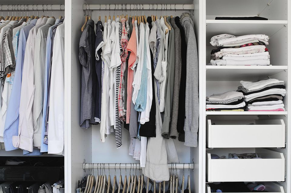 Maximize storage in a small closet personal organizing - Clothes storage for small spaces model ...