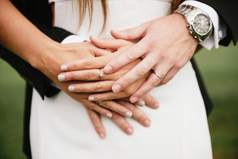 Elige una manicura que realce la belleza de tus manos el día de tu boda.