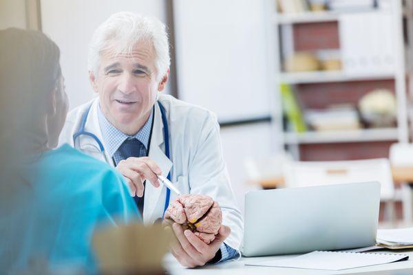 Senior neurologist