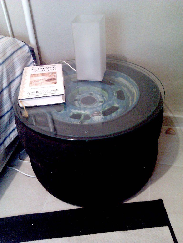 Muebles hechos con ruedas y neumáticos reciclados