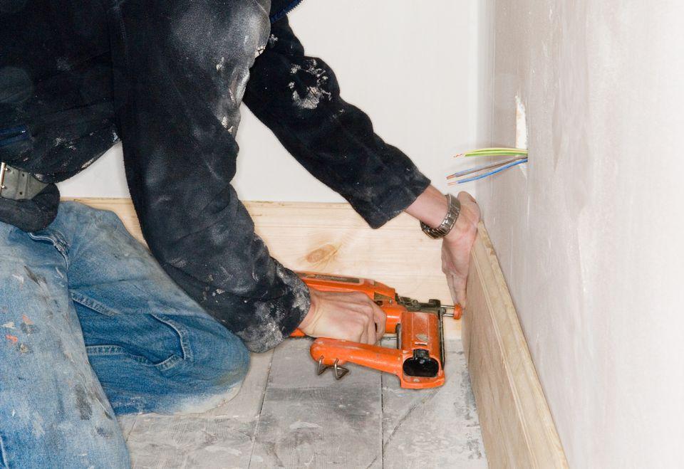Installing Baseboards 87302739