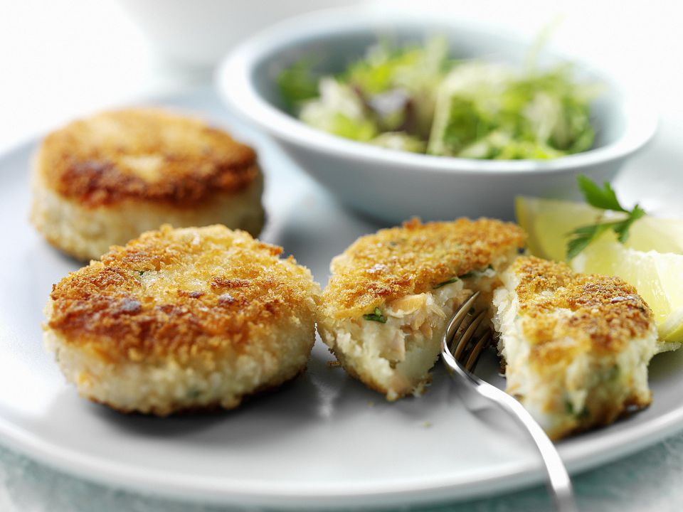 Easy traditional smoked mackerel fishcakes recipe for Fish cake recipe
