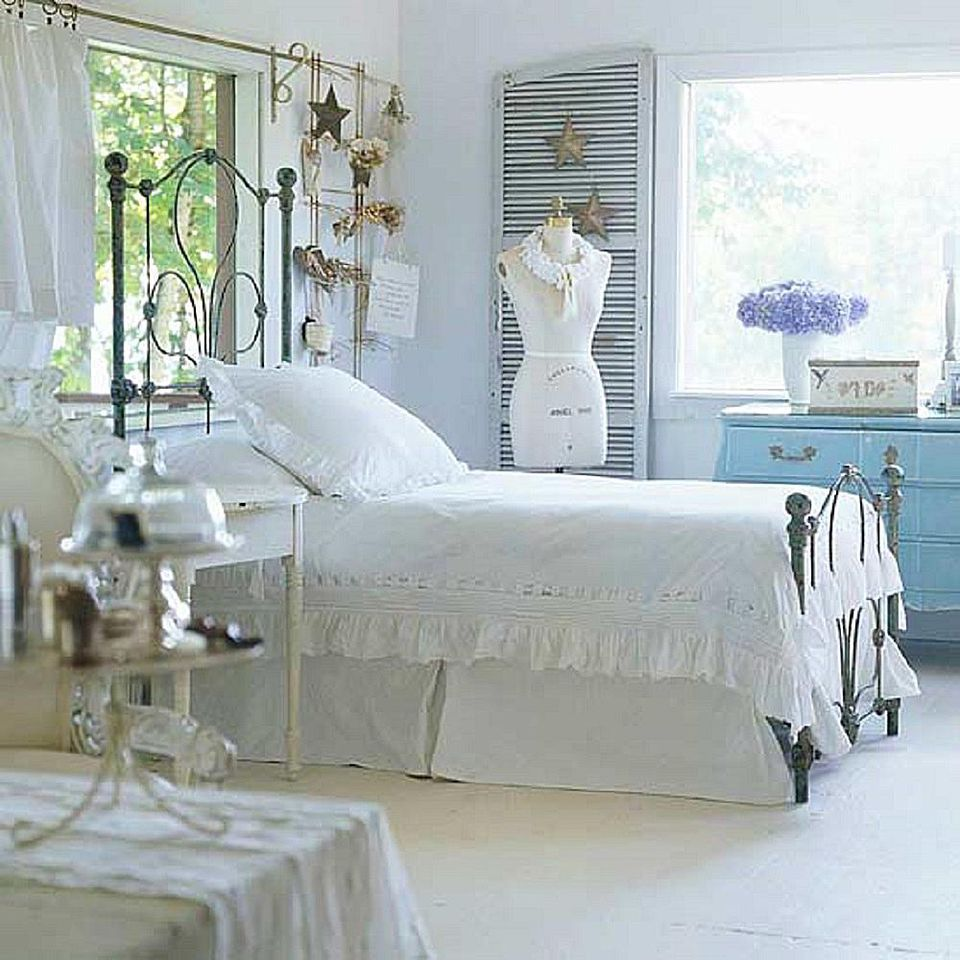 Bedroom with vintage and flea market decor  How to Decorate in Cottage Style