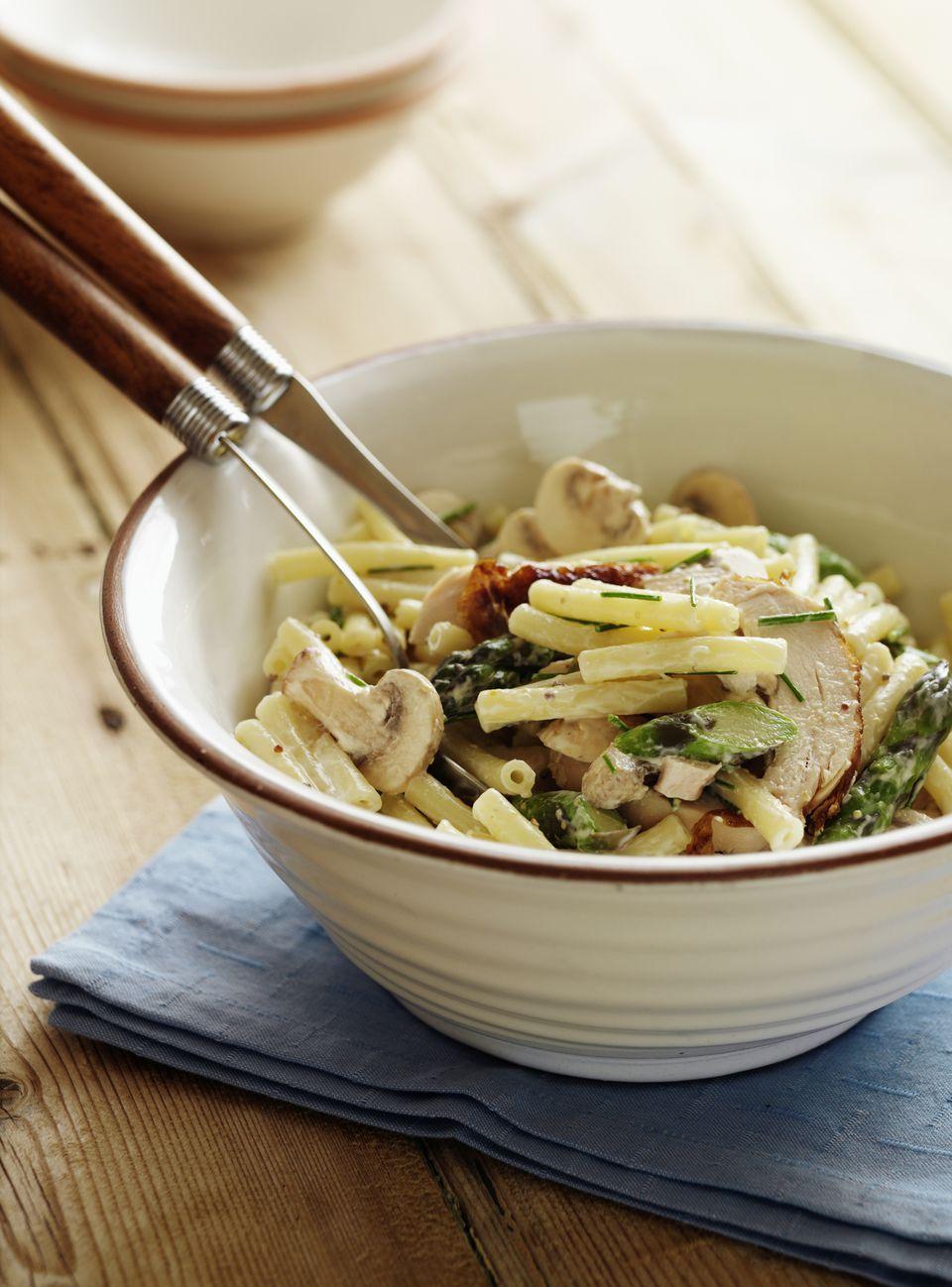 Creamy chicken pasta and asparagus