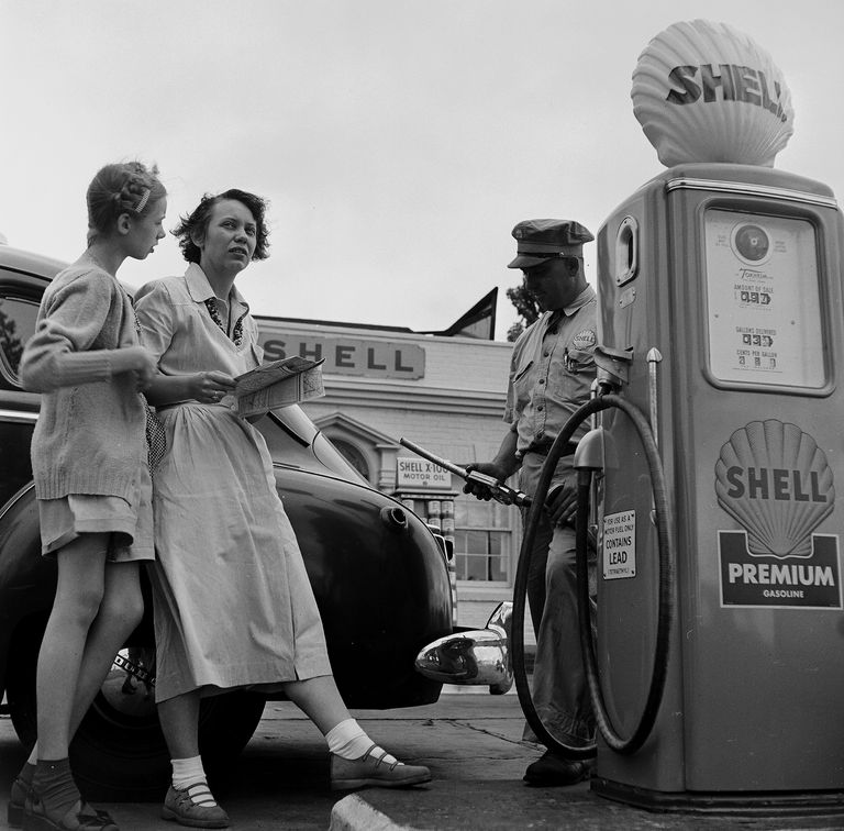 getty_service_station-466336865.jpg