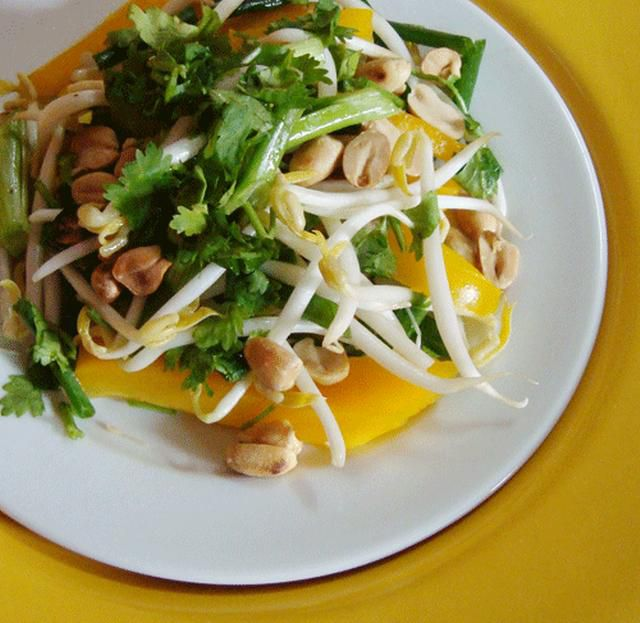 Raw vegan pad thai salad with peanuts, bell peppers and zucchini noodles